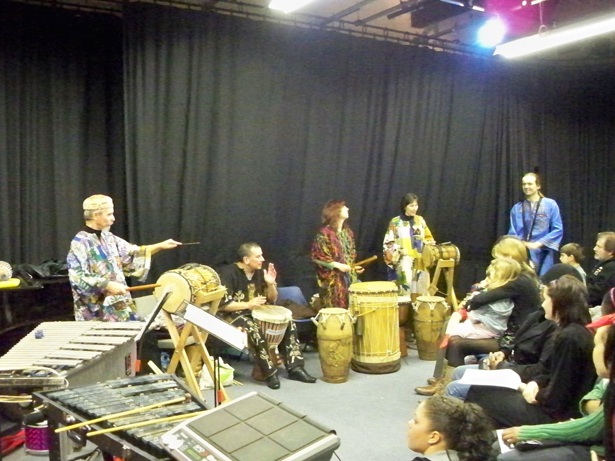 Bedford Djembe Group performing Moribayassa ]